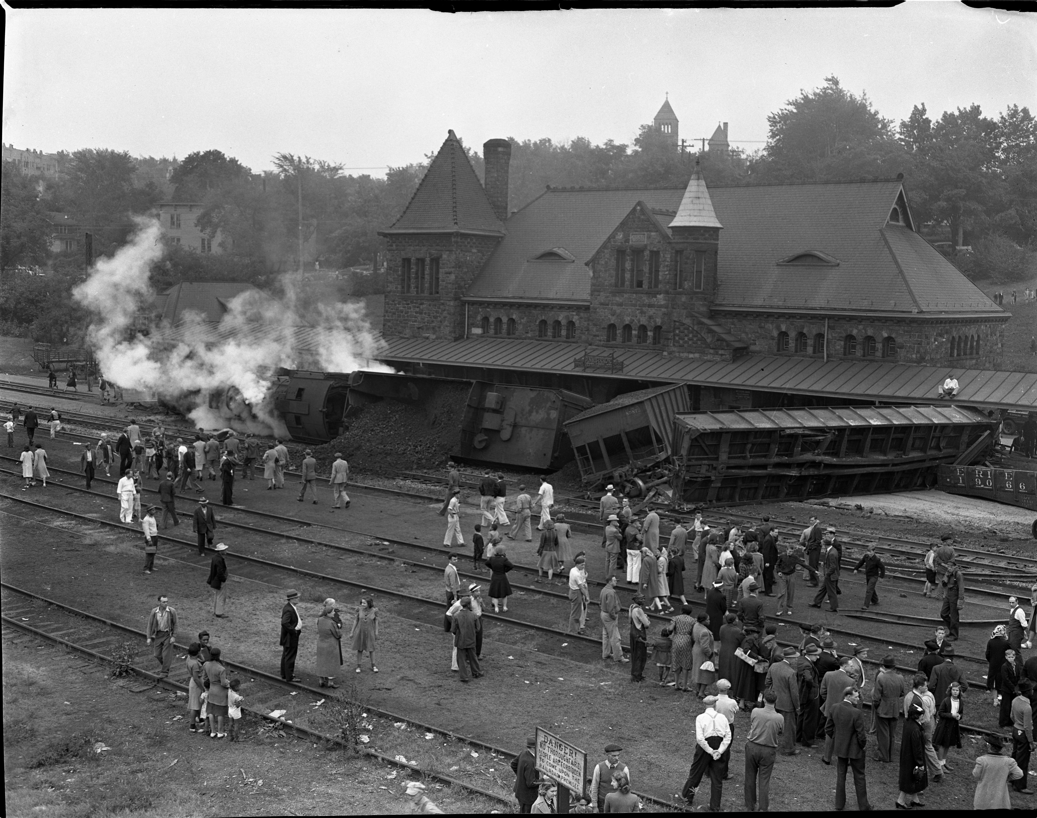Engine Burning Oil >> Train Wreck at Michigan Central Station – September 16, 1940 | Rock on Trains
